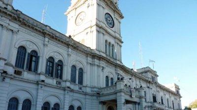 ¿En la provincia hay demasiados empleados públicos?