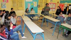 Alumnos de escuelas nocturnas se suman a la Quema del Muñeco