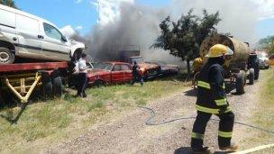 Una quema de pastizales terminó incendiando la comisaría