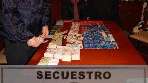 Buscaban armas, encontraron un depósito de tarjetas robadas