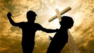 Confusión y golpes en una iglesia evangélica