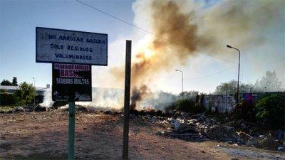 Amanecer de humo y fuego en Concordia