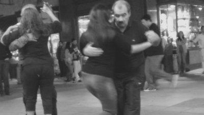 Te traigo un tango pa' bailar en la calle