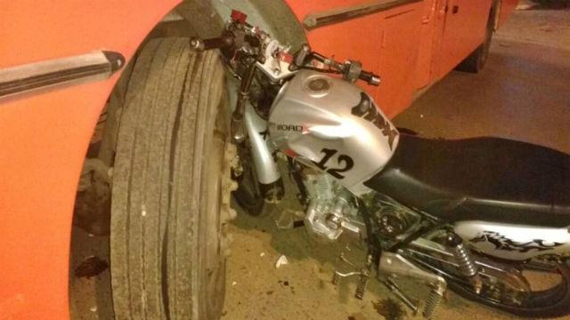 Un motociclista en grave estado tras chocar con un colectivo — Concordia