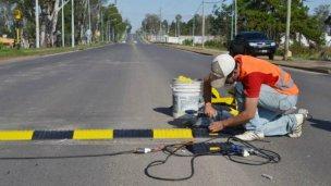 Contra las picadas, instalaron reductores en importante avenida