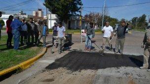 Capacitaron a empleados municipales sobre la reparación de baches