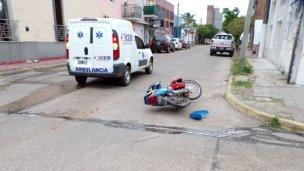 Chocó contra una ambulancia y terminó en el hospital