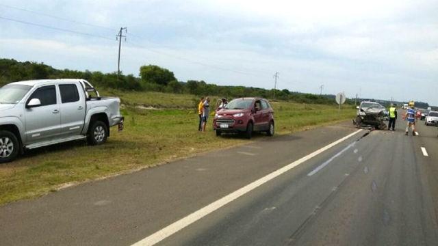 En su paso por la Autovía 14, se llevó puestas dos camionetas