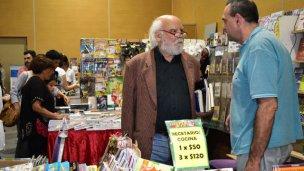Sasturain recurrió al humor para elogiar la Feria del Libro