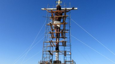 El Cristo de la Hermandad, en mantenimiento sobre la RN 130