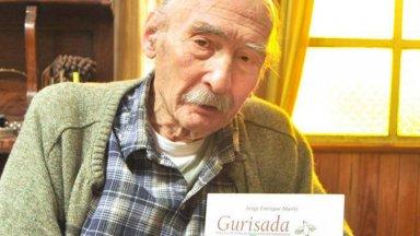 Jorge Enrique Martí con su más reciente libro