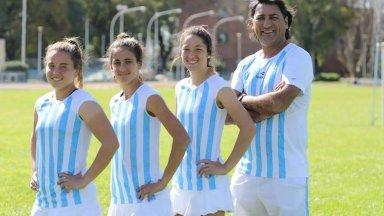 Azul Pedemonti (tercera de izq. a der.) forma parte de la Selección de Tenis.