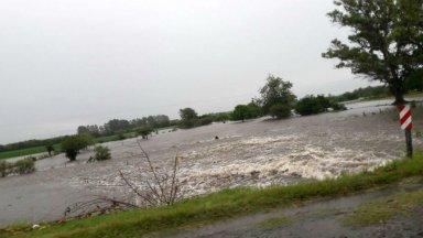 La lluvia anegó la Autovía de la Ruta 14