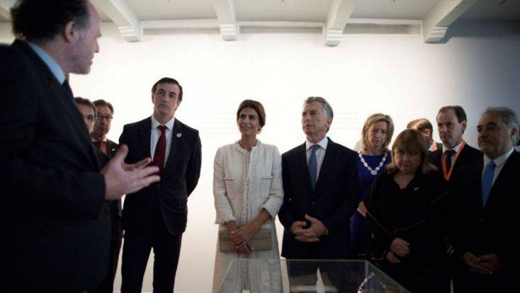 Bordet junto a Macri, en la casa de Ana Frank.jpg