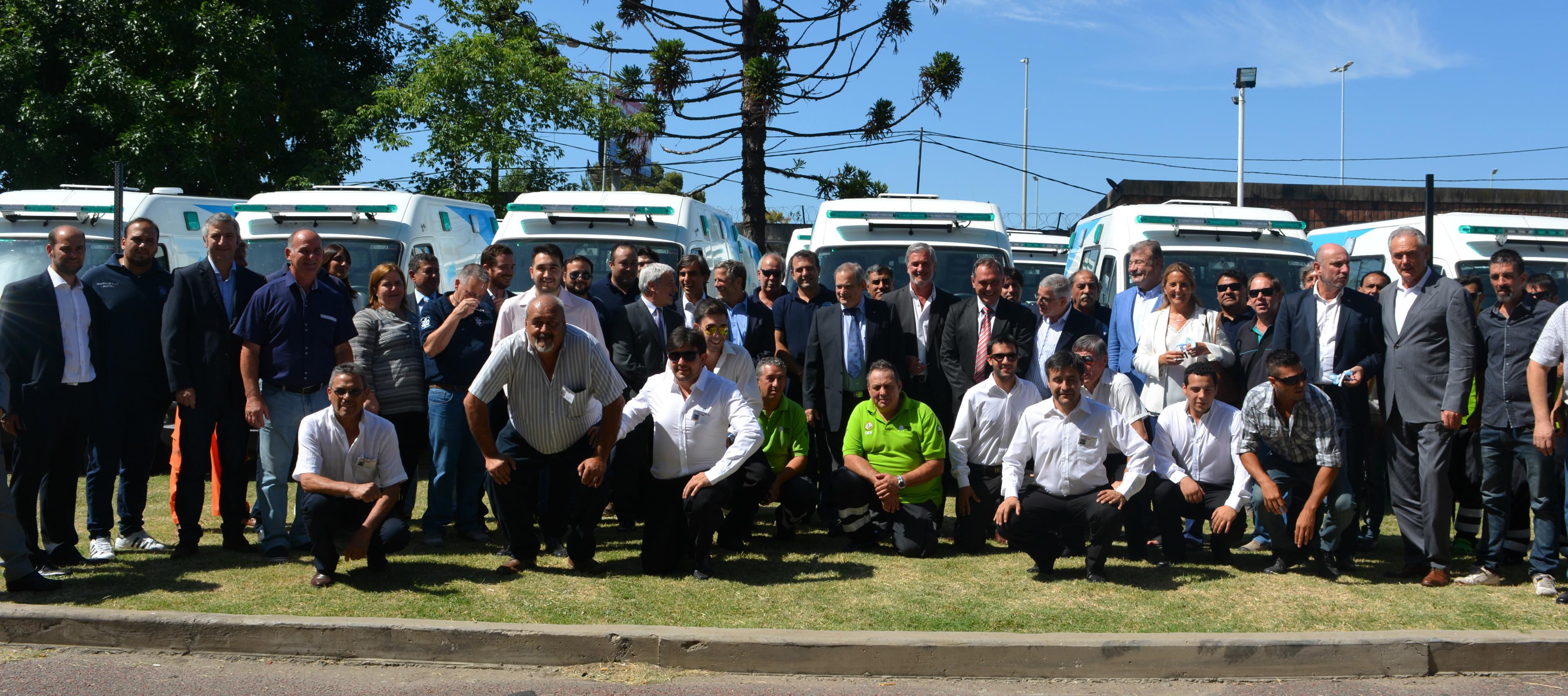 Resultado de imagen de Nación entrega ambulancias a provincias