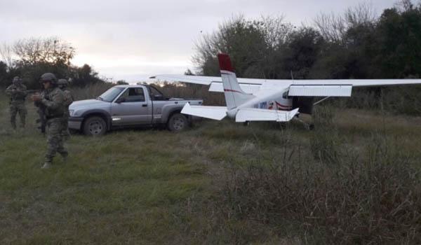 Una de las avionetas que aterrizaba en Colonia Avellaneda.