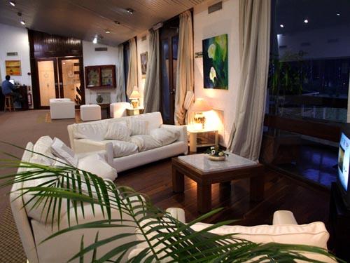 El interior del Hotel Ayuí