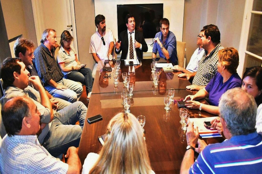 Casaretto se reunió con autoridades del municipio de Concordia.