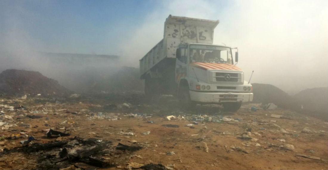 Son seis los camiones volcadores que intervienen en el siniestro.