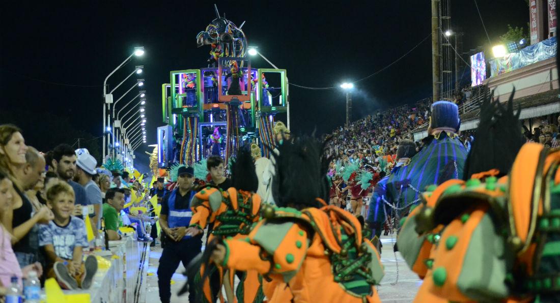 El color de Mascarada cerró la sexta noche del carnaval gualeguaychuense.