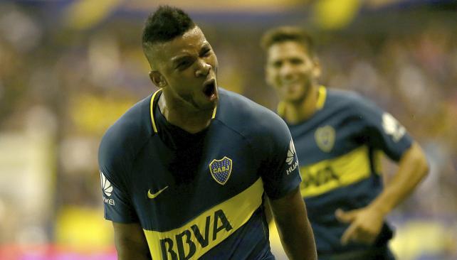 Fabra con mucha fortuna anotó para la victoria del líder de la Superliga.