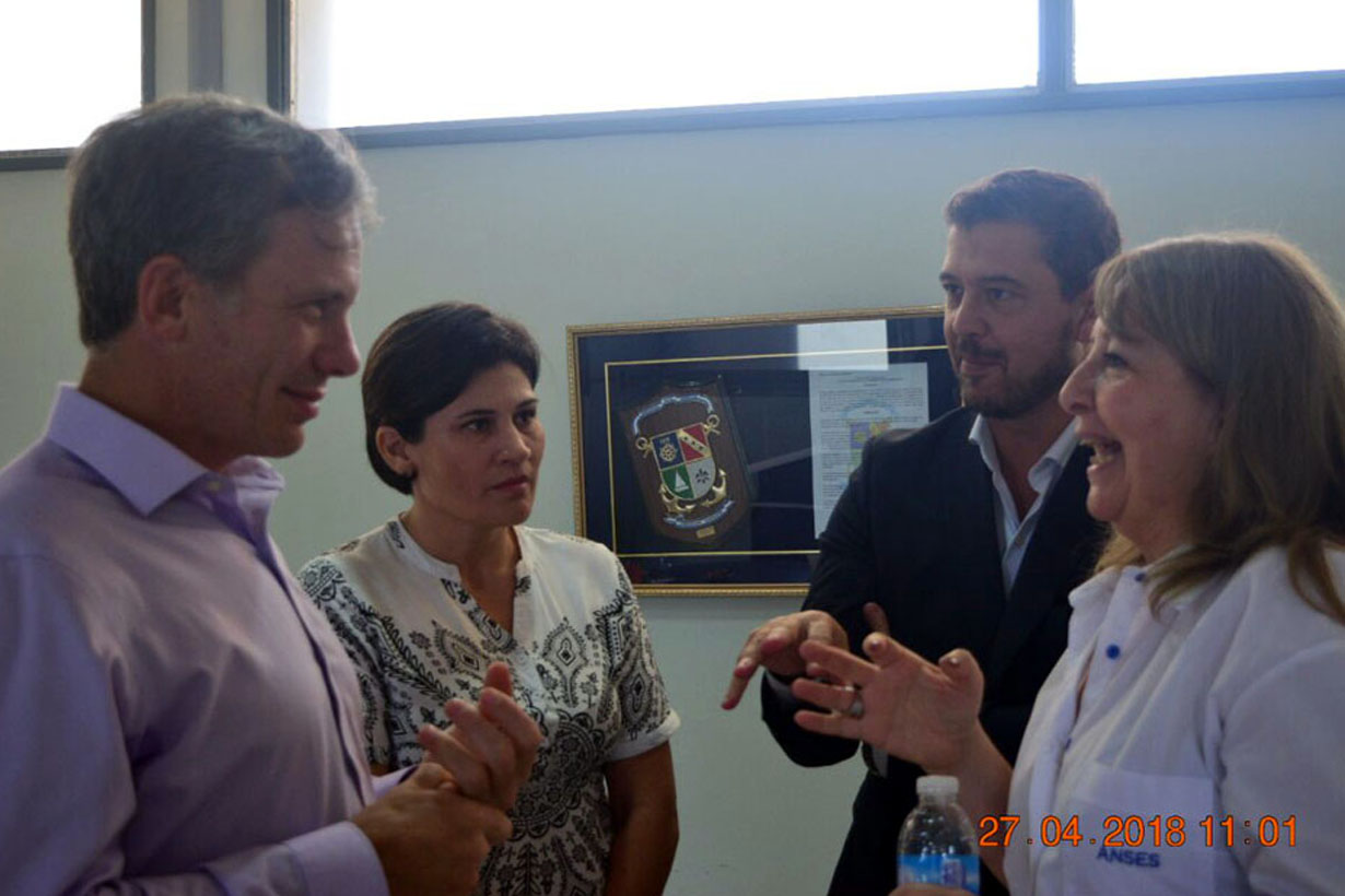 Alejo Maxit con Patricia Rodríguez, de ANSES Concordia
