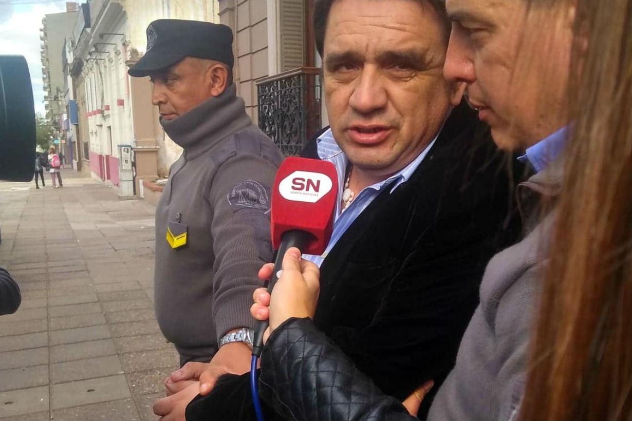 El concejal Hernández a la salida de tribunales (Crédito: Análisis Digital)