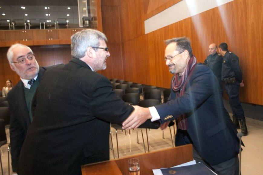 El saludo entre el juez Rossi y el procurador Garcías, tras terminar el jury.