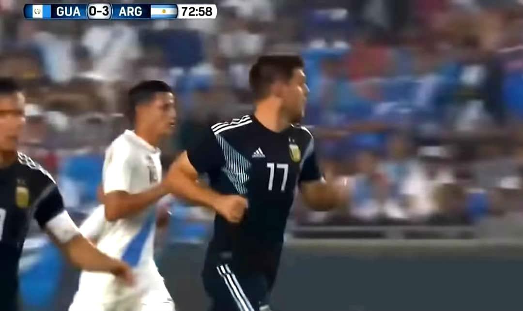 Orgullo uruguayense: Kannemann debutó con la camiseta argentina, ante Guatemala.