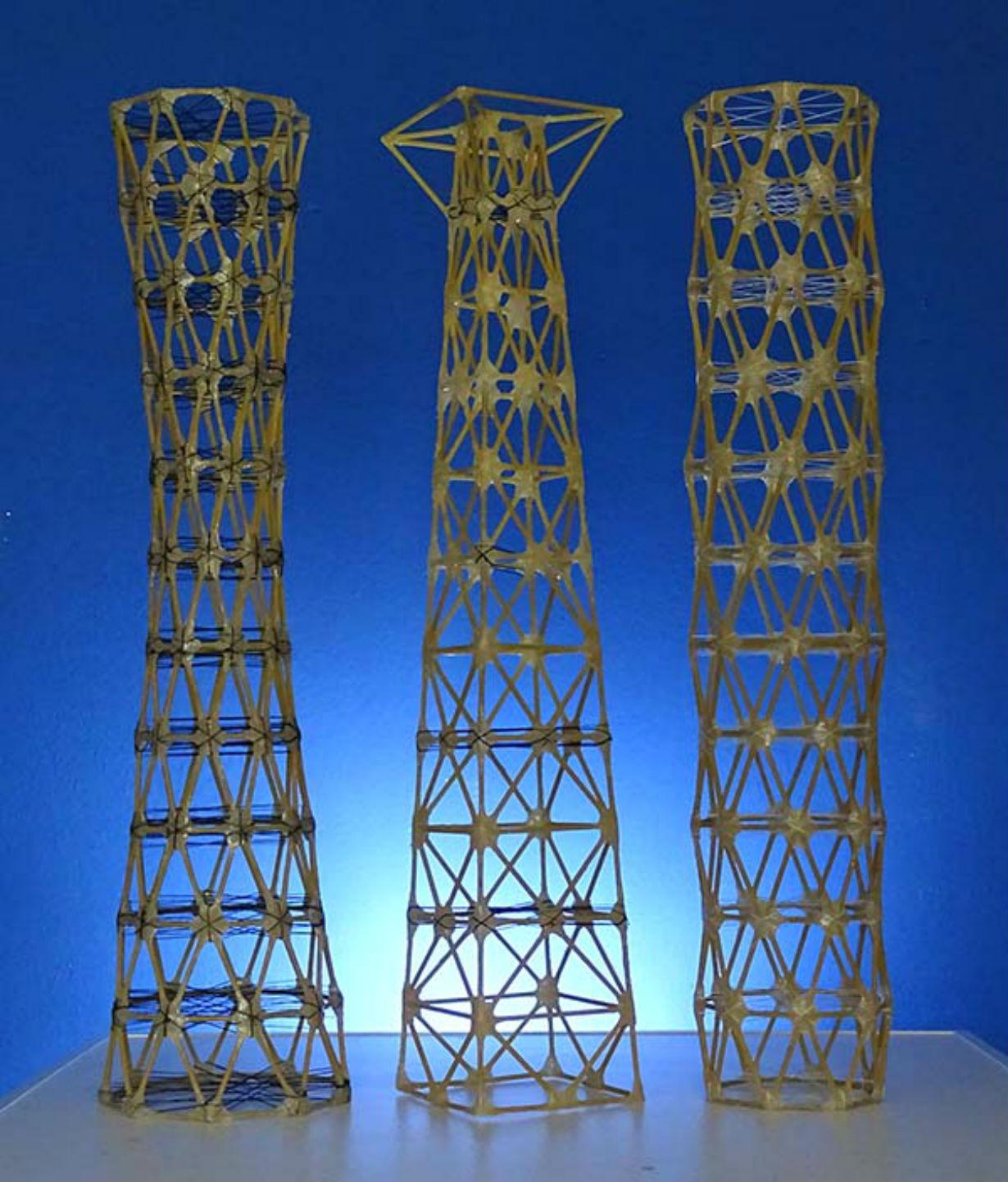Las torres hechas por estudiantes de Ingeniería Civil de UTN Concordia.