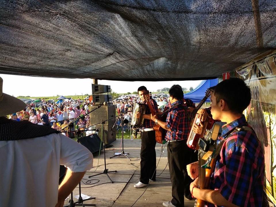 El escenario de la fiesta de este domingo, en pleno Colonia Yeruá, en Concordia.