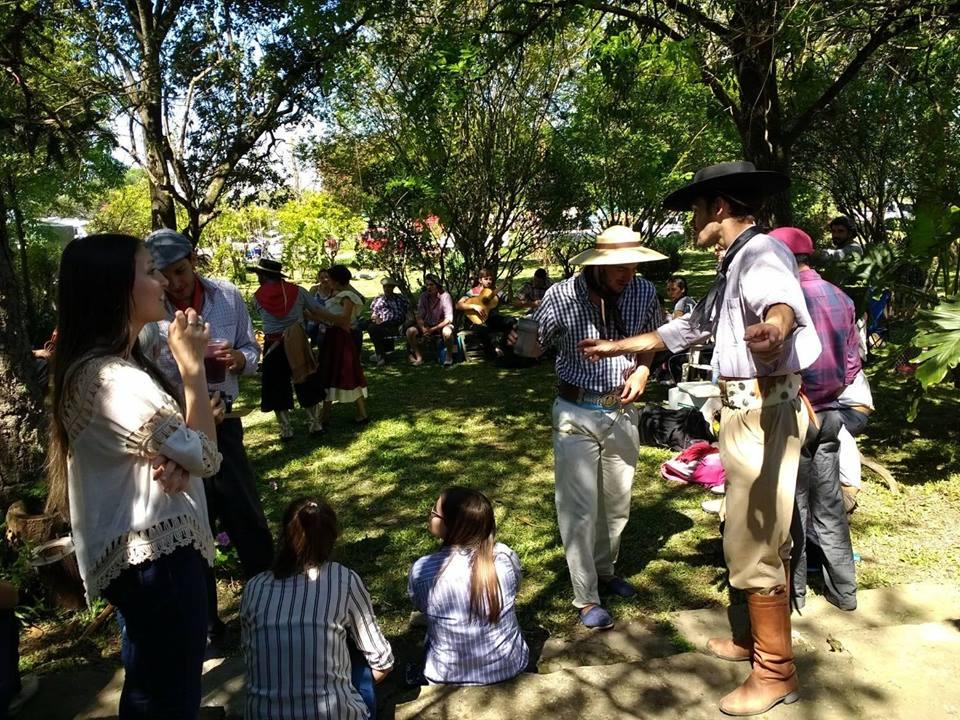Decenas de familias concurrieron a los festejos, con un día a pleno sol.