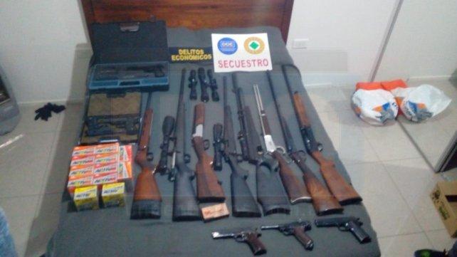 Las armas secuestradas en la casa del hijo del ya fallecido Sergio Montiel.