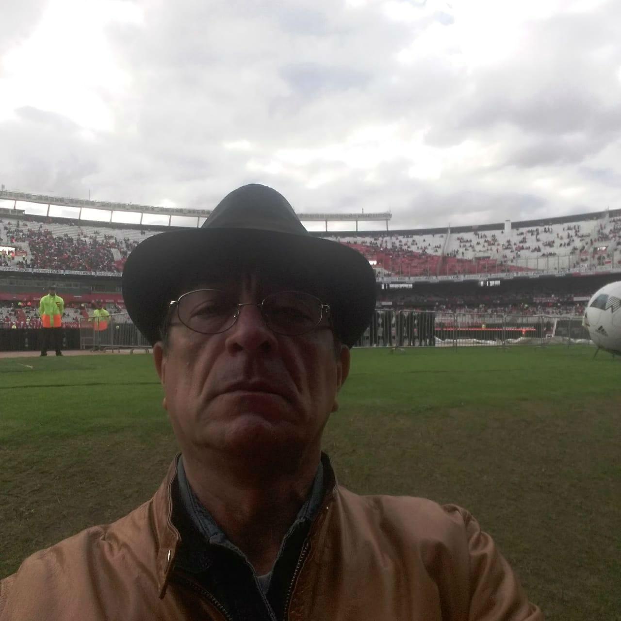 Luis, presente en el estadio Monumental