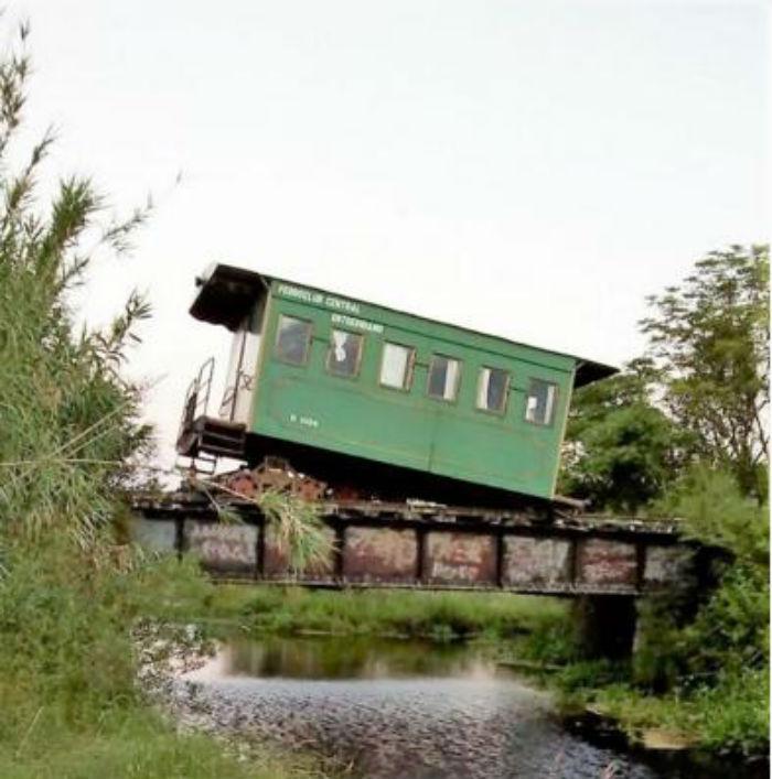 El accidente ocurrió sobre el Puente Negro, con el agua a escasos metros.