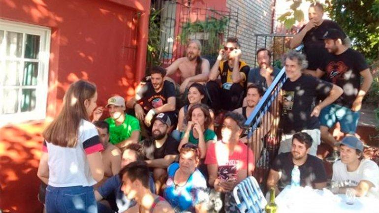 Los músicos, con las familias entrerrianas (Crédito: Villa del Rosario Net)