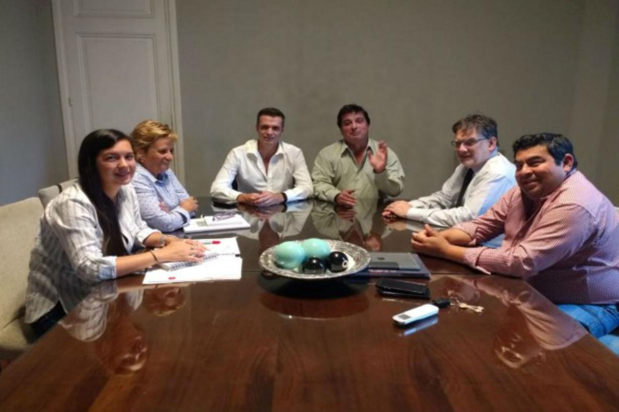Los funcionarios, durante la reunión