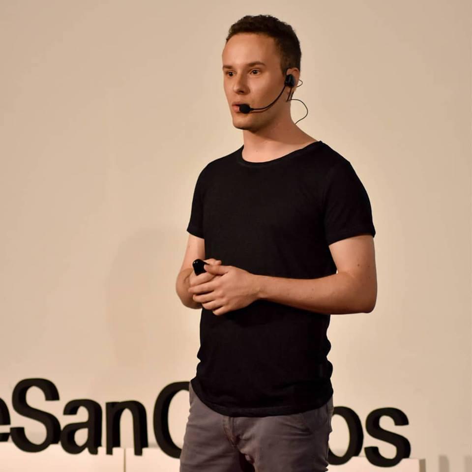 En TEDx Parque San Carlos fue uno de los 10 oradores presentes.