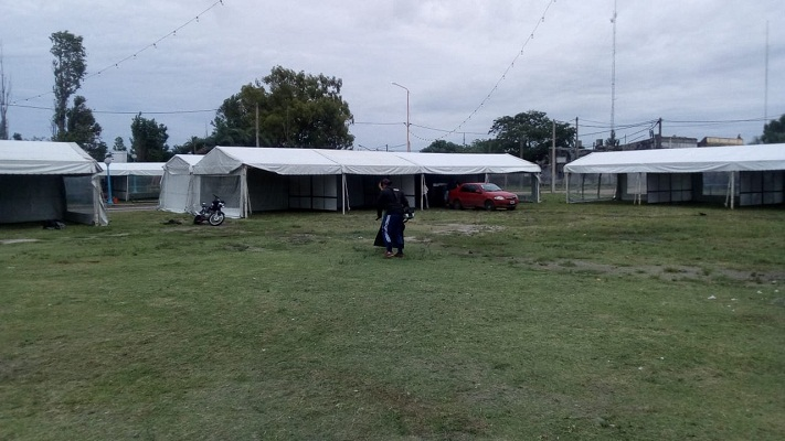 Desde ayer están montando los patios de comida para la fiesta gualeguaychuense que empieza hoy.