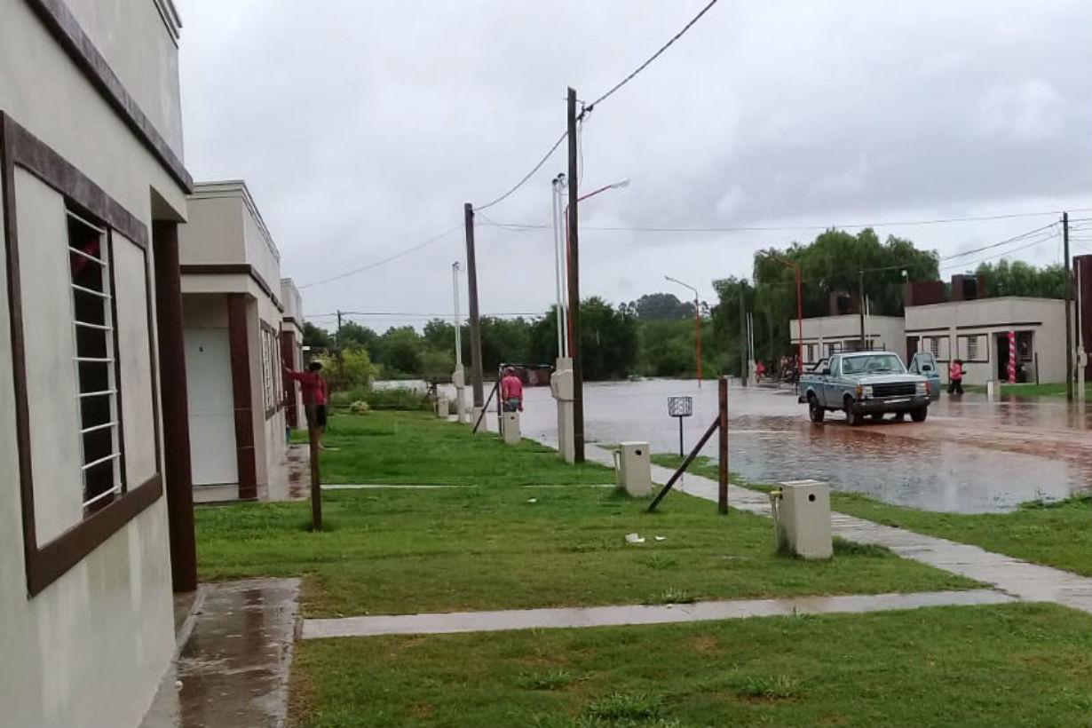 Una veintena de las 100 casas se encuentra rodeada de agua.