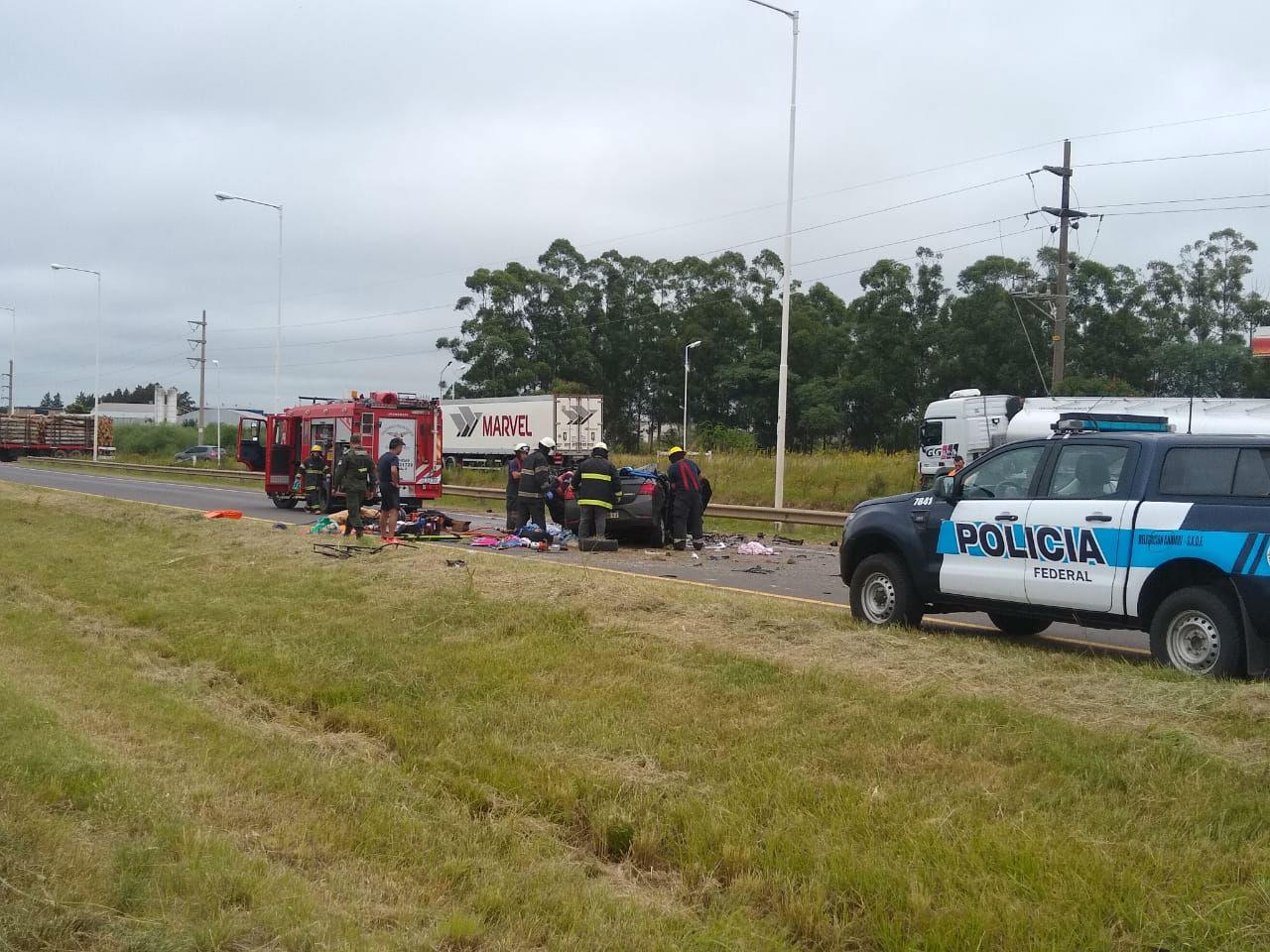Otra vista del operativo policial montado en el lugar de la tragedia (foto: La Fusta Digital).