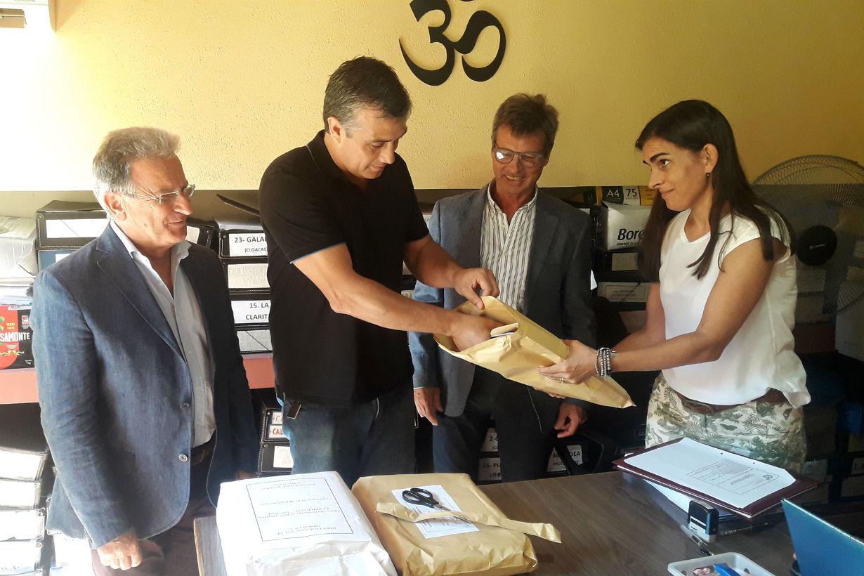 El ministro Benedetto, presente en la apertura de sobres para obras por más de 5 millones de pesos.