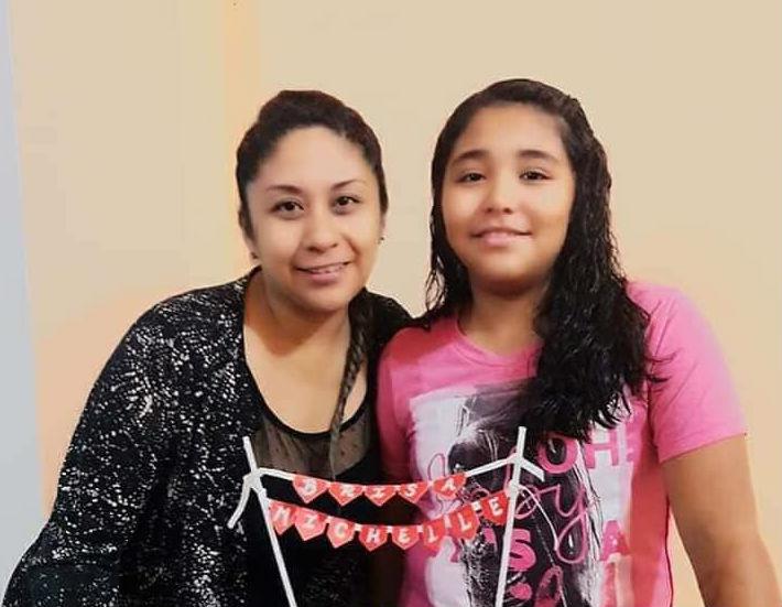 Shirley con su hija Brisa Michelle, en ocasión de un cumpleaños de la menor.