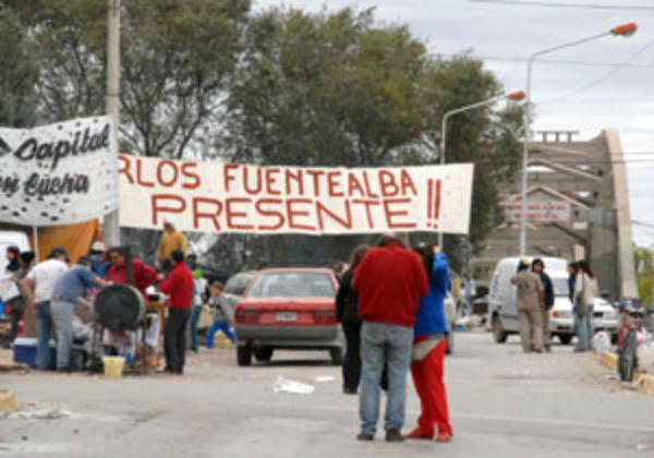 Gualeguaychú, en abril de 2007: docentes salieron a la calle en repudio por el crimen del maestro Carlos Fuentealba.