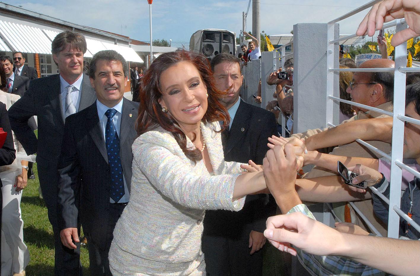 3 de marzo de 2008: por primera vez un presidente está en Larroque y fue para inaugurar una escuela.