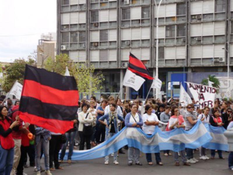 2 de marzo de 2012: marcha provincial docente en Paraná.