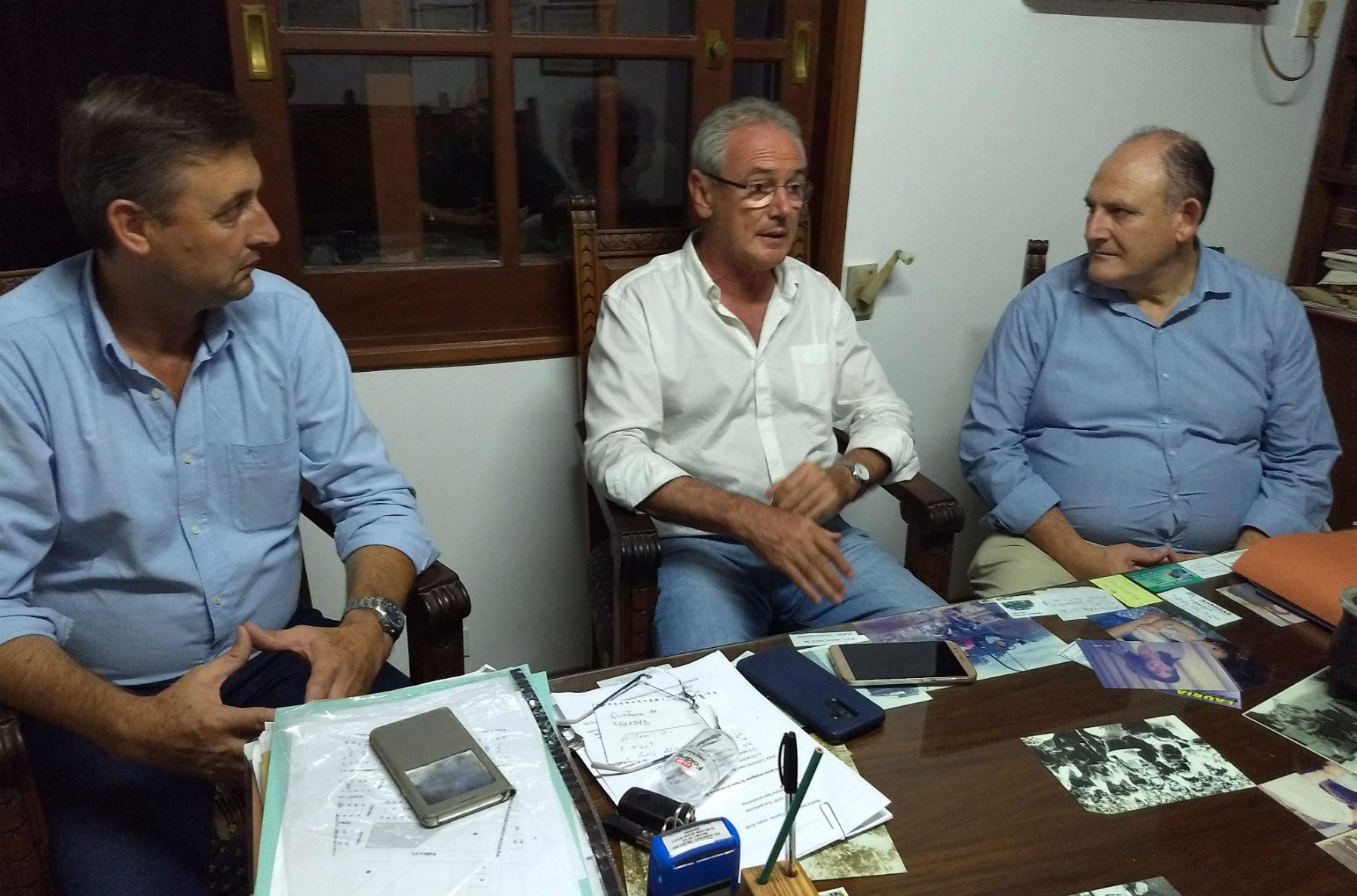 Atilio Benedetti y Gustavo Hein, acompañados por Roberto Niez, precandidato a intendente de Concordia.