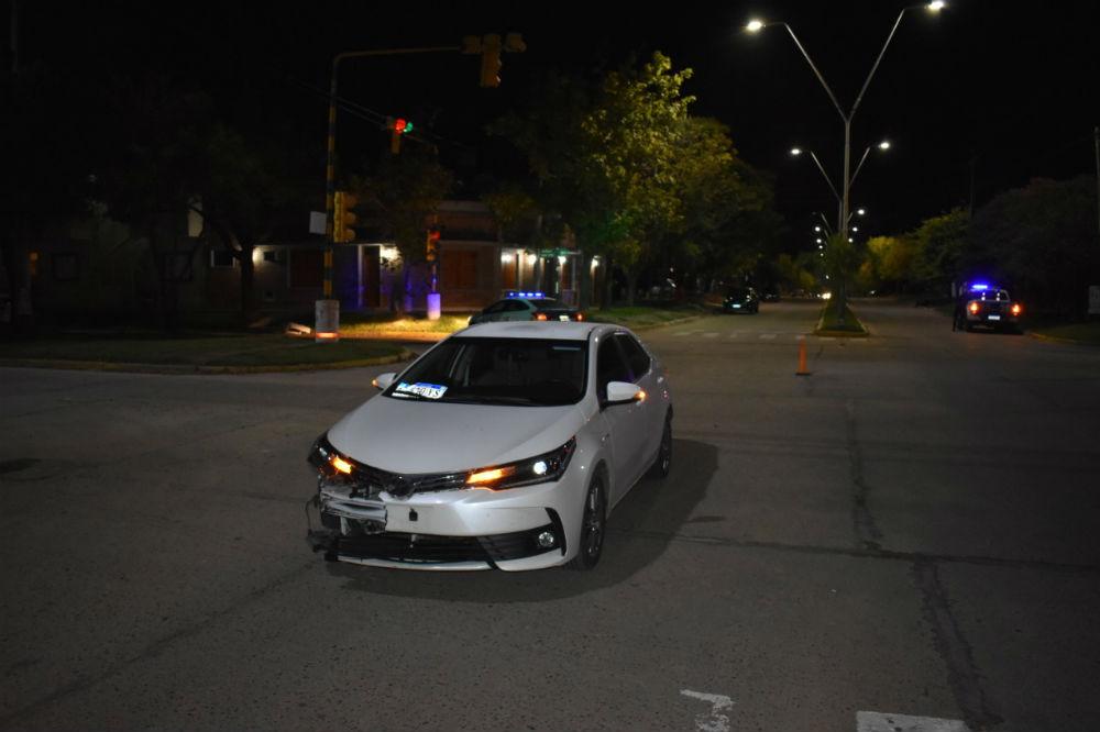 El Toyota que protagonizó el accidente que terminó con un joven en grave estado.
