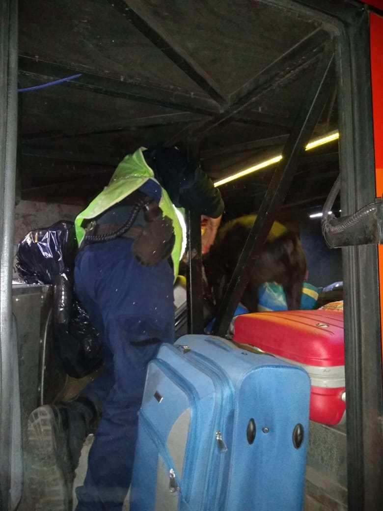 En la baulera estaba escondida la droga, dentro de una maleta que no tenía la identificación cuando se cargó en Misiones.