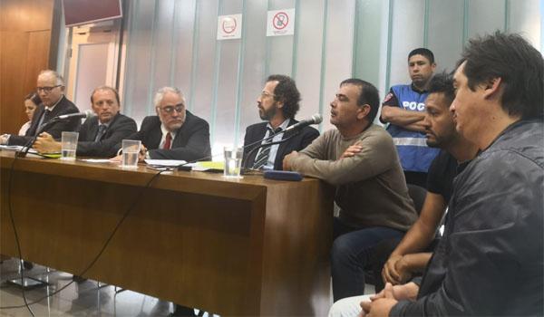 Juan Pablo Aguilera, primero a la derecha, junto a su cuñado Alejandro Almada.